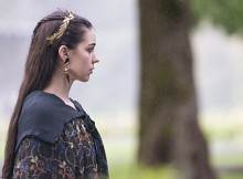 """Reign --""""Drawn and Quartered"""" -- Image Number: RE202b_033b.jpg -- Pictured: Adelaide Kane as Mary, Queen of Scotland and France -- Photo: Bernard Walsh/The CW -- © 2014 The CW Network, LLC. All rights reserved."""