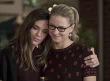 """Supergirl -- """"Reign"""" -- SPG309a_0369 -- Pictured (L-R): Odette Annable as Samantha, and Melissa Benoist as Kara -- Photo: Jack Rowand/The CW -- © 2017 The CW Network, LLC. All Rights Reserved"""